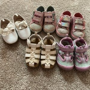 5 pairs of lightly worn baby shoes 👠